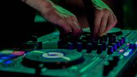 Irányba tesszük a DJ-karriered a KAJAHUval és Sterbinszkyvel!