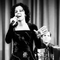 Padam: Kárász Eszter sanzonestje Edith Piaf emlékére