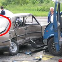 Sokkoló képek - baleset beszorult sérülttel...