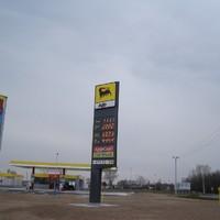 400 forintos benzin ? Ugyanmár...
