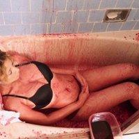 Újkori Báthory Erzsébet: Vérben fürdik a modell