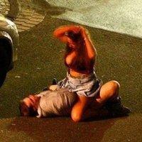 Szenvedélyesen szexeltek az utca közepén