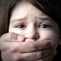 Megrázó: Tudatosan ment férjhez egy pedofilhoz