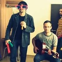 Így játszanák a csövesek ByeAlex dalát