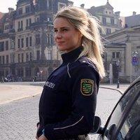 Szexi képek egy rendőrnőről