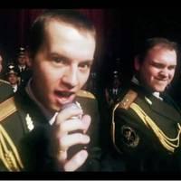 Ezt hallanod kell! Orosz rendőrök így éneklik a Daft Punk Get Lucky dalát - Videó
