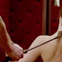 Több szexjelenet a Szürke ötven árnyalata DVD-n!