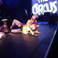 Madonna gumibugyiban italozott a színpadon