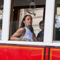 Rihanna álló mellbimbókkal nézte meg Prágát
