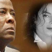 Jackson orvosa kitálalt: Péniszét fogtam minden este - Videó