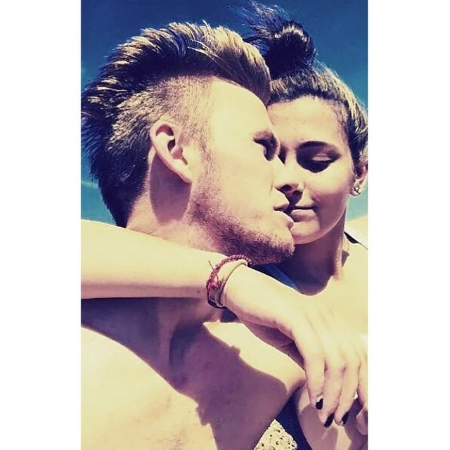 chester-castellaw-paris-jackson-dating03.png