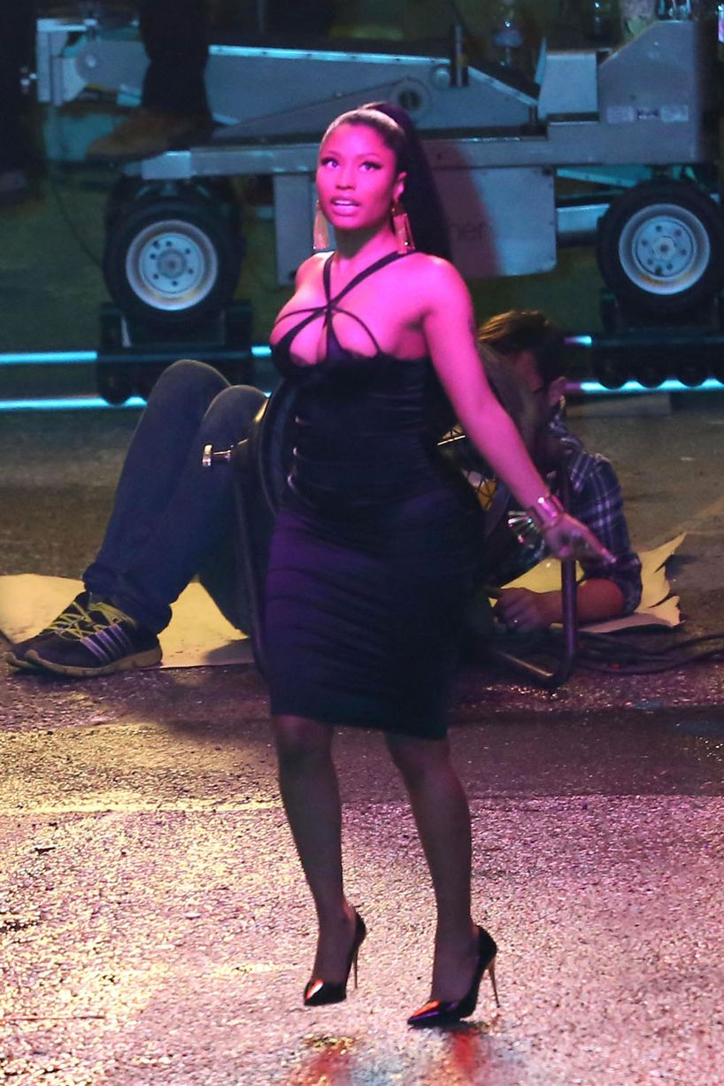 nicki-minaj-films-a-music-video-for-the-single-the-night-is-still-young-on-location-in-downtown-los-angeles2.jpg