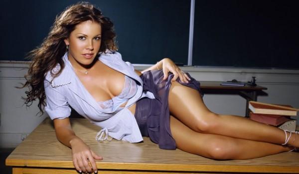 orig_Nikki_Cox_HOT_TEACHER_Sexy_-3-600x350.jpg