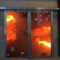 Automata tolóajtó, amely 60 percig ellenáll a tűznek