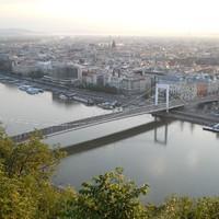 JÓ REGGELT, BUDAPEST!