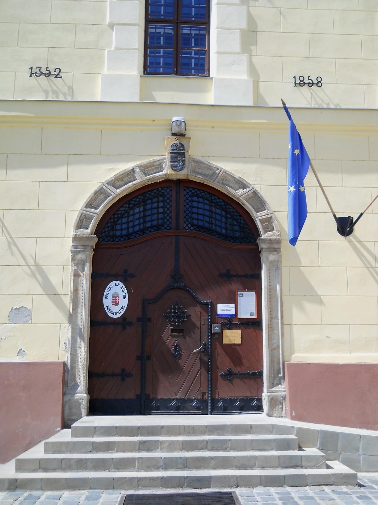 1858-ban az akkori hivatalos egyházi vezetés azzal a megállapítással, hogy a pálosok megszűntek Magyarországon, eladta a kolostort. Ez időtől az állam női börtönként működtette, 1948-tól pedig férfi fegyház és börtön