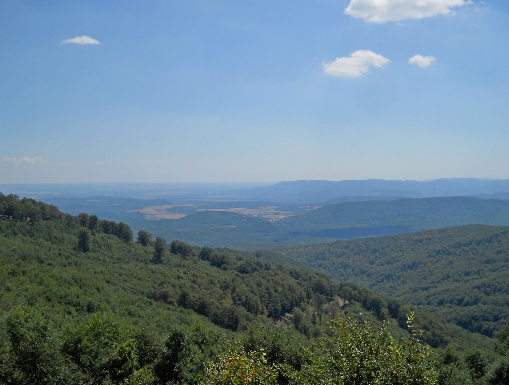 Kilátás a Három-hárs gerincéről a Dunakanyarra
