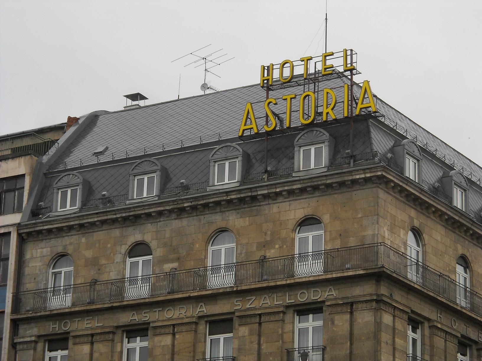 V., Múzeum körút–Kossuth Lajos utca sarok