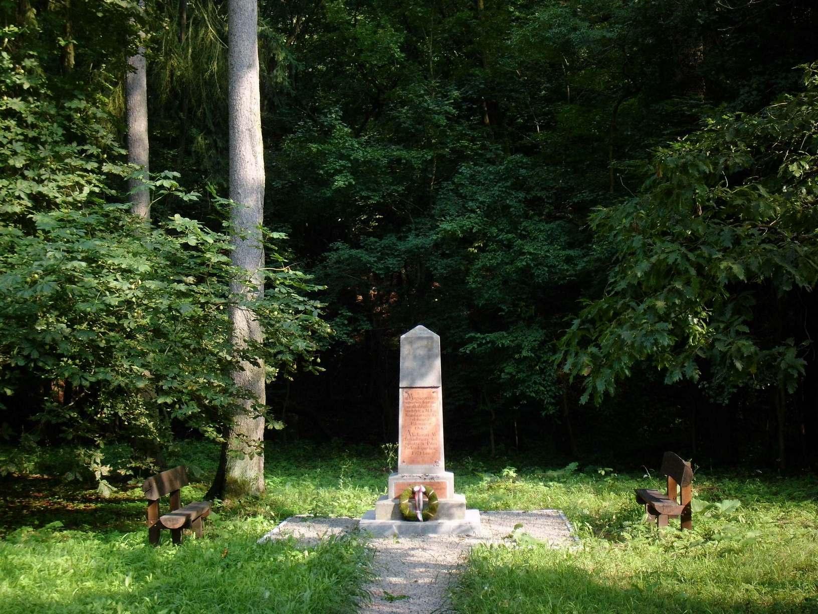 Millenniumi emlékmű a Miklós-deák-völgyben