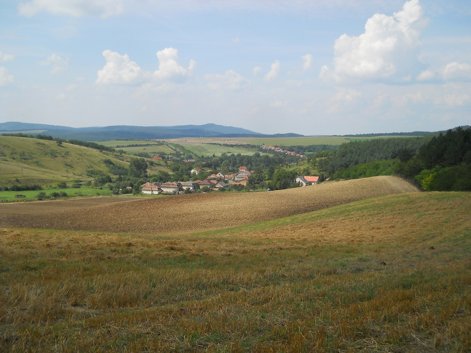 A szomszéd falu, Vizslás látképe a kazári határból