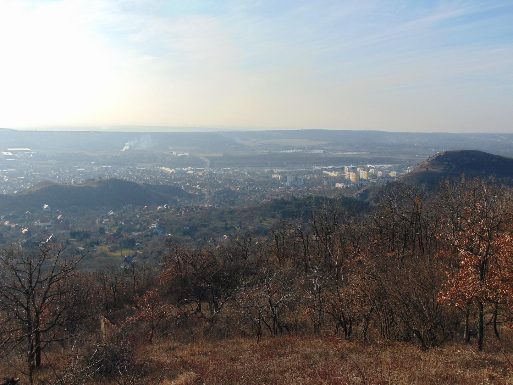 Kilátás a Magas-Frank-hegyről Budaörsre