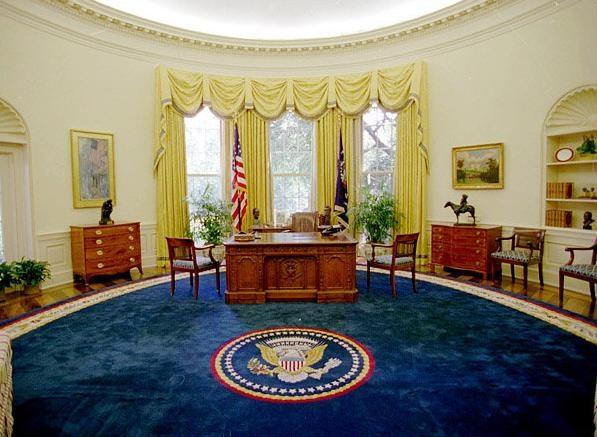 A mélykék szőnyeg az idősebbik George Bush választása volt.