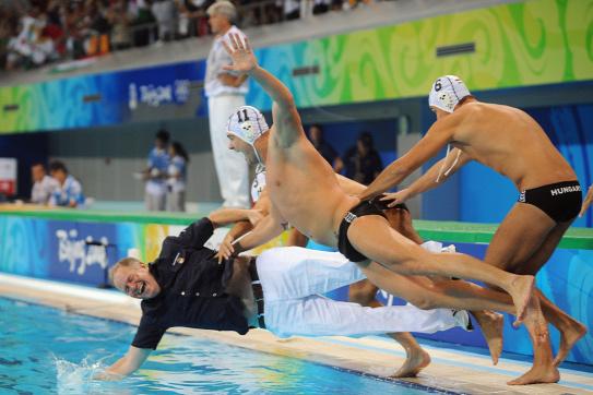 2018092981972760-horizontal-waterpolo-match-final.jpg