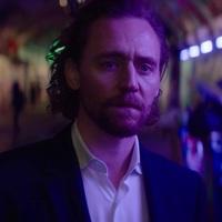 Tom Hiddleston újra színpadon? Jövünk!