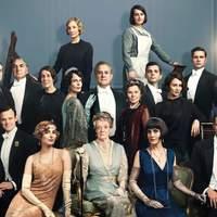 V. György Downton Abbeybe látogat