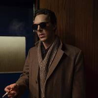 Benedict Cumberbatch most nem nyomoz, hanem iszik