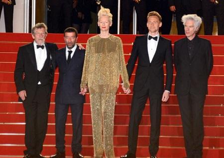 A Halhatatlan szeretők cannes-i bemutatóján (balról-jobbra): John Hurt, Slimane Dazi,Tilda Swinton, Tom Hiddleston és Jim Jurmusch