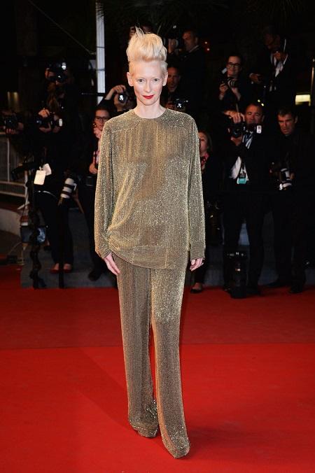 2013 Cannes: Tilda Swinton a Halhatatlan szeretők bemutatóján sziporkázik.