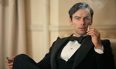Aidan Turner, aki Poldarkként hatalmas sztár lett, jó eséllyel lehet a következő James Bond. (Ez a kép természetesen a Tíz kicsi katona c. BBC-sorozatból való.)