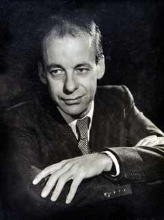 Winston Graham 1945 és 2002 között 12 Poldark regényt írt.