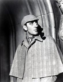Basil Rathbone 14 filmeben alakította Holmest 1939 és 1946 között, alakítása legendás. Mellette Nigel Bruce volt Watson.