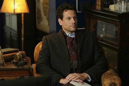 Dr. Henry Morgan (Ioan Gruffudd) a Forever c. idén indult amerikai sorozat főszereplője azért olyan zseniális megfigyelő, mint Sherlock Holmes, mert nemrég ünnepelte 235. születésnapját...