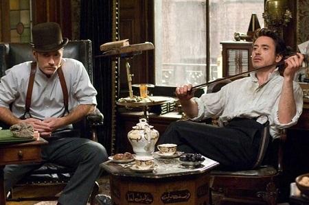 Guy Ritchie első Sherlock Holmes filmjét 2009-ben mutatták be. Sherlock szerepében: Robert John Downey, Jr. Watson: Jude Law. Az imdb információi szerint már a harmadik filmet tervezik, ha Stephen Fry is benne lesz, akkor jöhet! :)