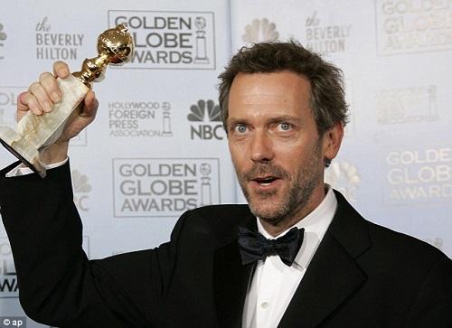 A Doktor House rengeteg díjat nyert. Itt éppen Hugh Laurie látható, az egyik Golden Globe-díjával.