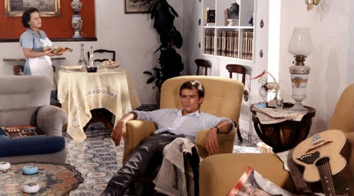 Visszaemlékezések szerint a nehéz természetű Patricia Highsmith tökéletesen elégedett volt Delonnal, aki szerinte ideális megtestesítője volt Tom Ripleynek.