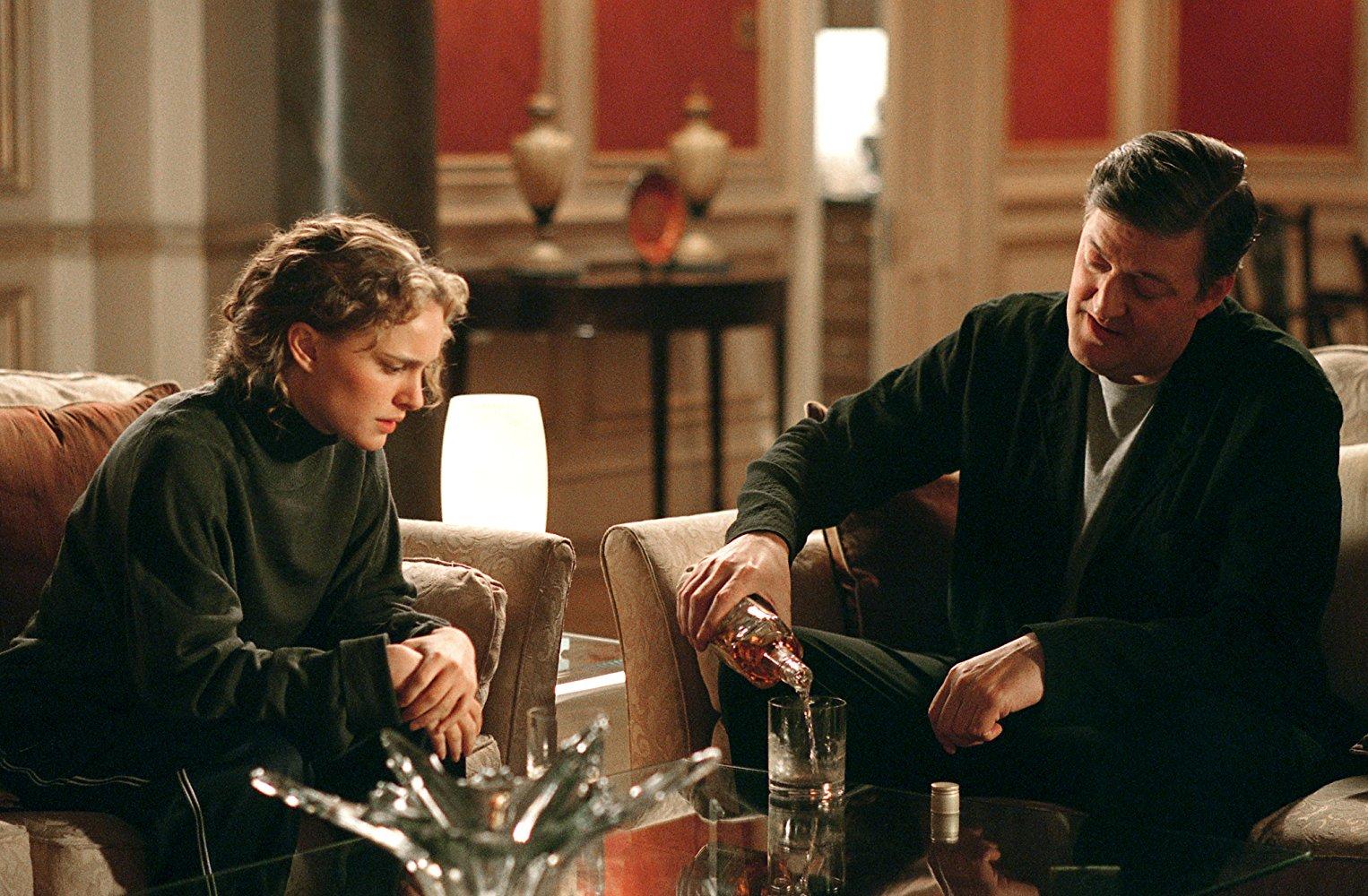 Stephen Fry és Natalie Portman a V mint Vérbosszú c. filmben