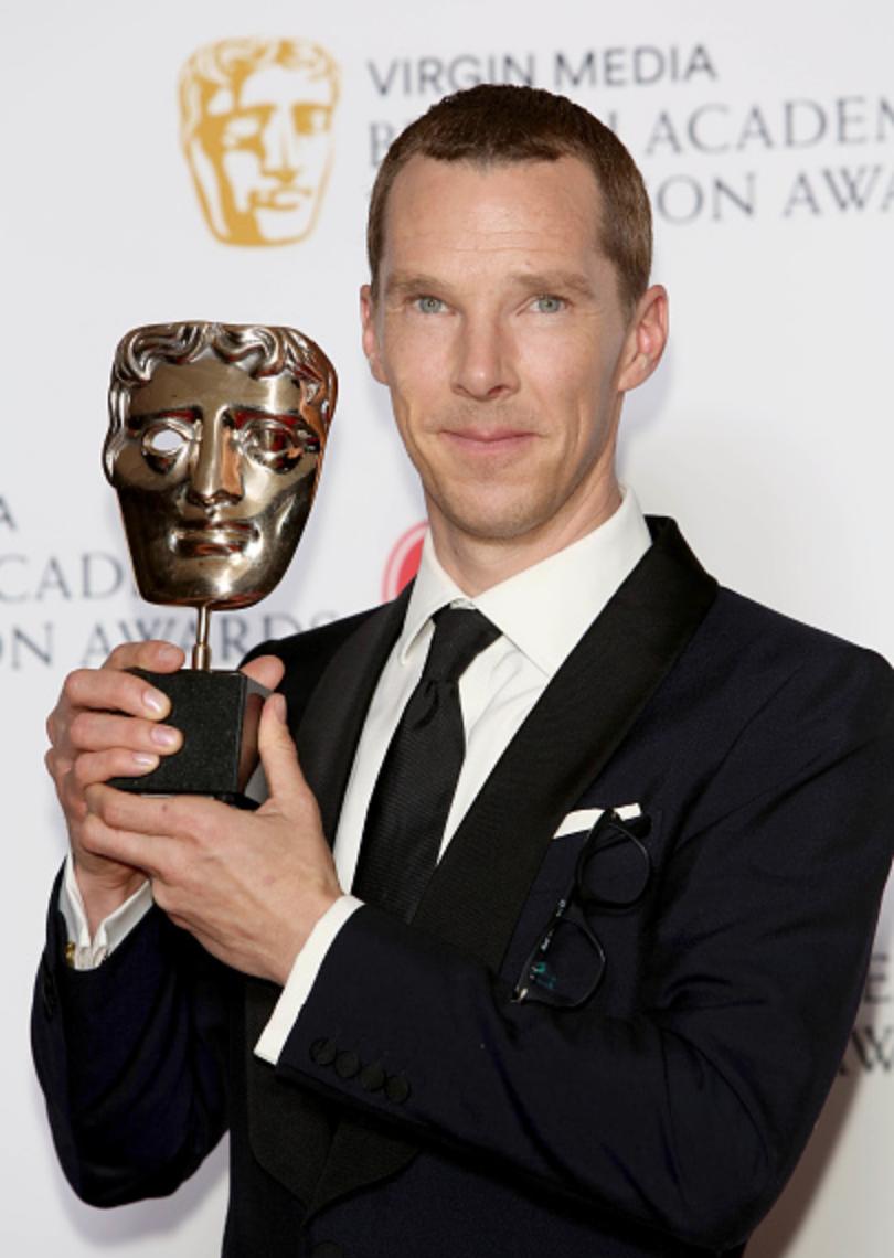 Az elmúlt 13 évben Benedict Cumberbatch a világ legnagyobb sztárja lett. Itt BAFTA-díjával látható, amelyet idén kapott a Patrcik Melrose-ban nyújtott alakításáért.