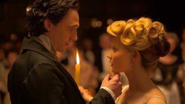 A film eleje tökéletes: minden sejtelmes, Thomas és Edith körül vibrál a levegő.