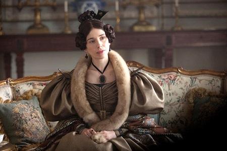 Sally Hawkins mint Mrs. Reed.