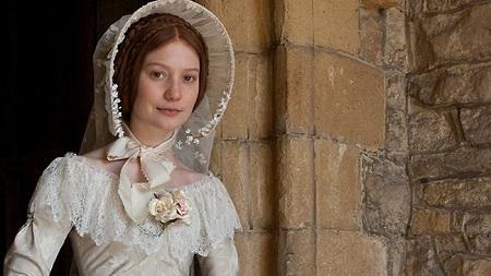 Jane Eyre ártatlan, de határozott és erős jellem.