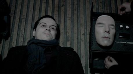 Hogyan élte túl Sherlock a zuhanást? - A rajongók legvadabb elképzelései is belekerültek a sorozatba. Például Moriarty Sherlock 'álarcban'.