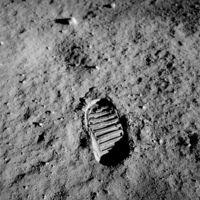Sasfészek a Holdon