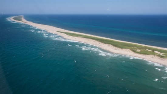https://www.anguillesousroche.com/insolite/cette-ile-fantome-nommee-sandy-island/