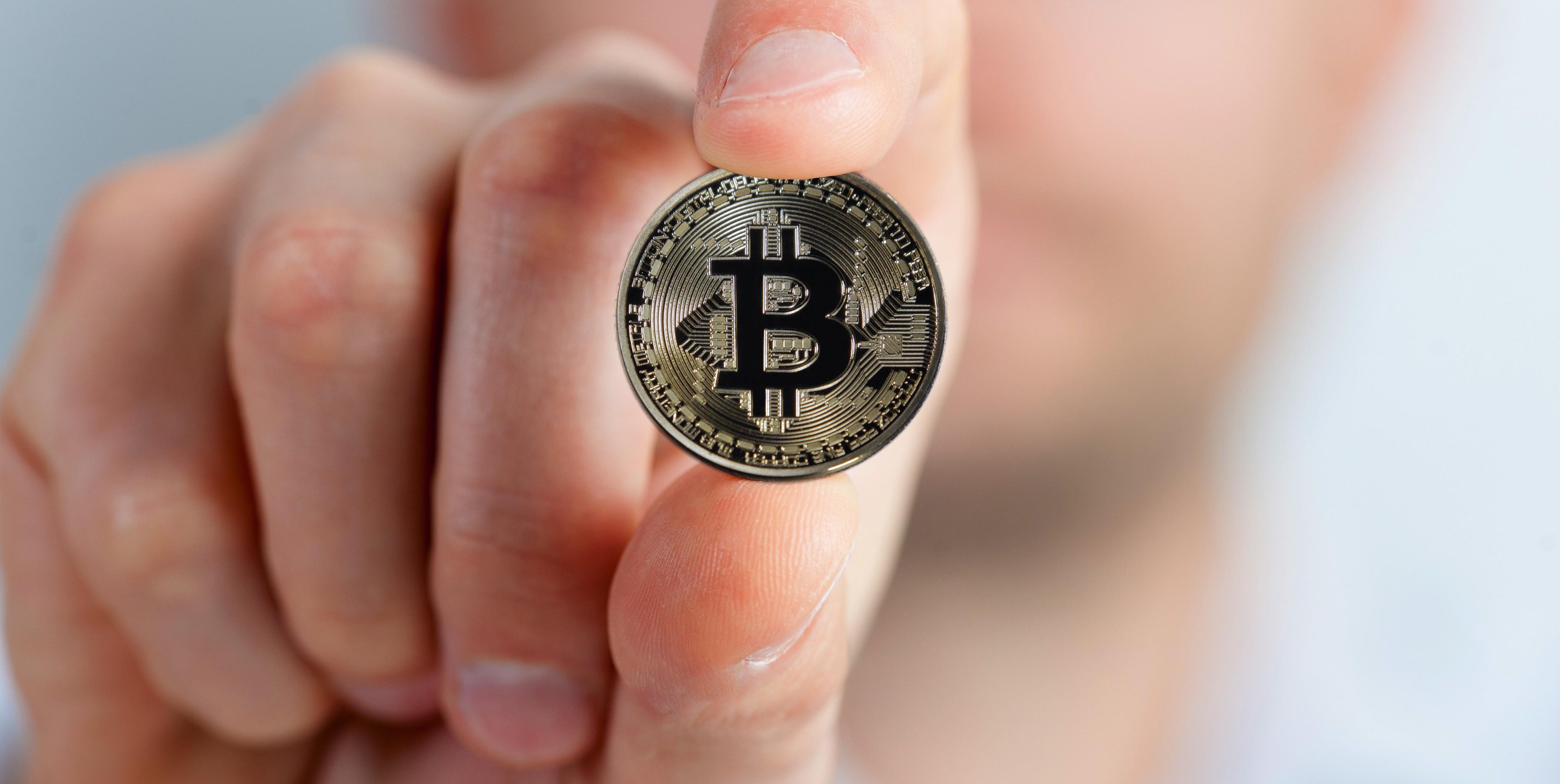bitcoin-2643160.jpg