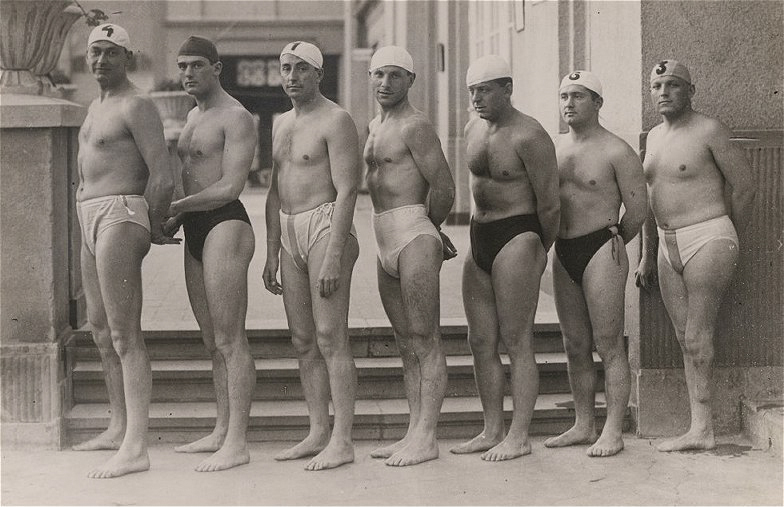 Olympic_gold_medalist_hungarian_water_polo_team_(1932,_Los_Angeles).jpg