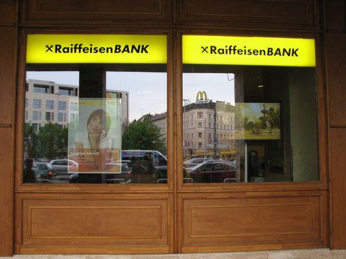 Raiffeisen Bank (Blaha Lujza tér) - Kirakat Szépség Verseny 2f79057392